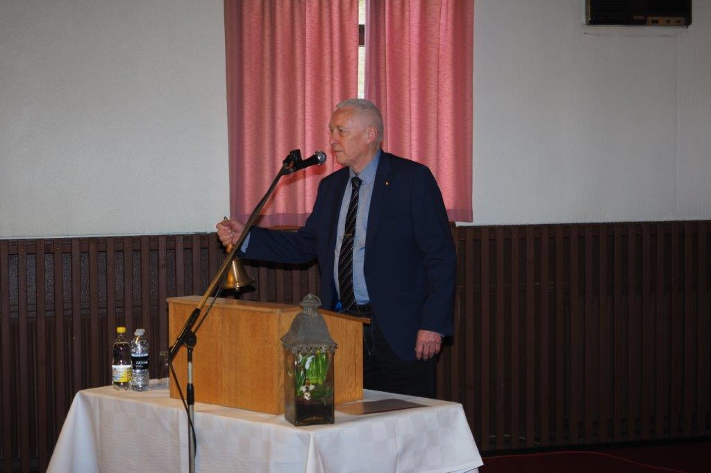 1 Formand for Rødkærsbro Fjernvarmeværk Frede Hansen byder velkommen